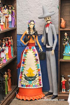 Mexico Day Of The Dead, Day Of The Dead Art, Halloween Art, Halloween Decorations, Halloween Costumes, Mexican Crafts, Mexican Art, Paper Mache Diy, Adornos Halloween
