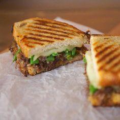 "Second installment of ""original and rich gourmet sandwich recipes"" - RECETAS - Sandwiches Veggie Sandwich, Sandwich Recipes, Pizza Recipes, Chicken Recipes, Cooking Recipes, Lunch Recipes, Gourmet Sandwiches, Sandwiches For Lunch, Coffee Drink Recipes"