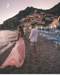 Fashion Pictures, Travel Pictures, Costa, Windy Skirts, Romantic Night, Relationship Goals Pictures, Travel Couple, Couple Pictures, Looking Gorgeous
