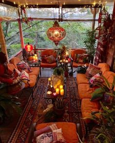 Imagine relaxing on this porch enjoy a cool bevera Bohemian House Decor bevera Bohème Cool ENJOY Imagine porch relaxing Bohemian House, Boho Home, Bohemian Style, Boho Chic, Boho Hippie, Bohemian Patio, Bohemian Theme, Hippie Style, Modern Hippie