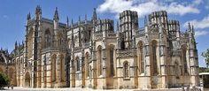 Mosteiro de Santa Maria da Vitória da Batalha (Portugal 1386-1517). Gótico. // Mandado edificar por el rey Juan I como agradecimiento de la victoria en la Batalla de Aljubarrota. Obra maestra del estilo gótico, es uno de los más bellos y originales ejemplos de la arquitectura gótica tardía en Portugal, impregnado del autóctono estilo manuelino.
