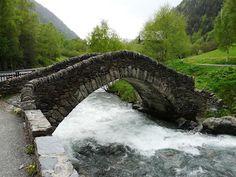 Puente románico de Ordino (Andorra)