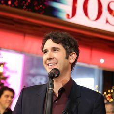 Josh Groban performs 'White Christmas' live on 'GMA'