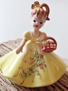 Josef Originals Vintage Figurine Doll Girl by cookiecuttercat, Vintage Love, Vintage Decor, Kitsch, Vases, Art Nouveau, Indian Dolls, Shabby, Porcelain Jewelry, Collectible Figurines