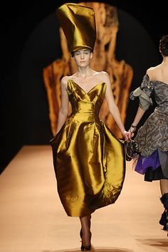 Vivienne Westwood Fall 2007 Ready-to-Wear - Collection - Gallery - Look 1 - Style.com