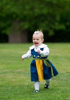 On the occasion of the National Day, the Royal Court of Sweden has released pictures of the Princess Estelle wearing the national costume and frolicking in the park of Haga
