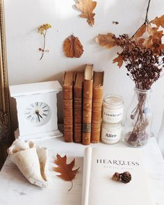 Autumn Home Decor . Autumn Home Decor . A Very Neutral Fall Mantel Halloween Designs, Fall Halloween, Halloween Decorations, Thanksgiving Decorations, Flatlay Instagram, Halloween Bathroom, Deco Nature, Autumn Cozy, Autumn Fall
