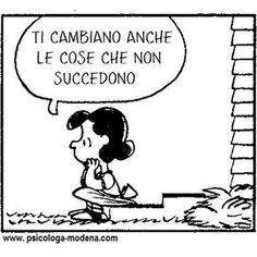 C'è una sola costante nella vita: il cambiamento. Se resistiamo al cambiamento soffriremo inutilmente. Dobbiamo accettare che tutto cambi, le persone, le situazioni, i sentimenti, la vita… E dobbiamo accettarlo come un albero fa con il vento: piegandosi, ma non spezzandosi. – A. Curnetta #aforisma #cambiamento #vivere Snoopy Happy Dance, Snoopy Love, Lucy Van Pelt, Vignettes, Cool Words, Favorite Quotes, Things To Think About, Nerd, Inspirational Quotes