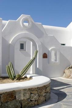 planter with white top, stone edge GREECE