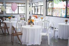 #festaxdecor #centrodemesa #decoração #mesaconvidados #flores #poá #reciclável #balão #salãodefestas  festaxdecor@festaxdecor.com.br Decoração da Festa X DECOR, criação de centro de mesa reciclável com cores vivas e padrões delicados e charmosos, ilustrando dois temas adulto e infantil; em cada mesa um balão com hélio para a criançada. Peculiaridades da festa, o balão rosa da aniversariante foi disputado à tapa e empurrões, por... meninos!!!