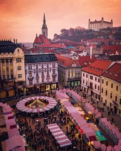 Christmas Market in Countries Europe, Countries Of The World, Vacation Destinations, Vacation Trips, Places To Travel, Places To Visit, Bratislava Slovakia, Wonderful Picture, World Cities