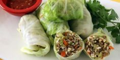 Niños Envueltos are cabbage rolls stuffed with rice and ground meat. An Ecuadorian spring roll, if you will. Cookbook Recipes, Cooking Recipes, Healthy Recipes, Yummy Recipes, Hispanic Dishes, Steamed Cabbage, Tasty, Yummy Food, Yummy Yummy