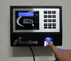Desde agosto de 2011, as empresas com mais de 10 funcionários são obrigadas a instalar o ponto eletrônico como forma de calcular as horas trabalhadas.