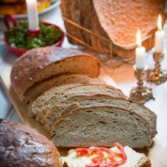 Recept på saftigt vörtbröd. Extra god blir en vörtlimpa med smak av äpple och pomerans. Blir två härliga limpor julvört.