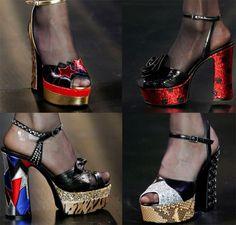 Saint Laurentha presentato unacollezione scarpe per la prossima stagione calda 2015 incentrata su delle forme stravaganti ed infatti la stilistaHedi Slimaneha pensato ad una popolosa serie di s...