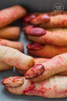 Diese Halloween-Finger sehen täuschend echt aus - und sind total einfach zu machen. Quasi die süßesten Kekse zum Gruseln!   http://www.backenmachtgluecklich.de