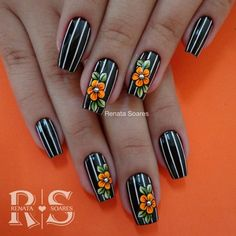 Semi-permanent varnish, false nails, patches: which manicure to choose? - My Nails Flower Nail Designs, Nail Designs Spring, Nail Art Designs, Nails Design, Gel Nagel Design, Floral Nail Art, Super Nails, Flower Nails, Black Nails