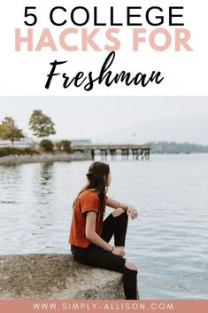Here's 5 of the best freshman tips! These tips are perfect for your freshman year of college. This is perfect for having a successful school year. Freshman Quotes, College Freshman Tips, College Dorm Essentials, College Life Hacks, College Roommate, Freshman Year, Boston College, College Students, Uk College