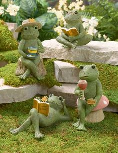 These are just too cute...   #Frogs #CementFigurines #DetailedCementSculptures…