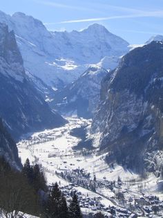 Lauterbrunnen Tal Switzerland... postcard perfect!  (Photo taken from Wengen)