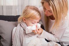 Ein harmloser Schnupfen muss nicht gleich mit der Chemiekeule behandelt werden - es gibt eine vielzahl an Hausmitteln, die hier eingesetzt werden können.