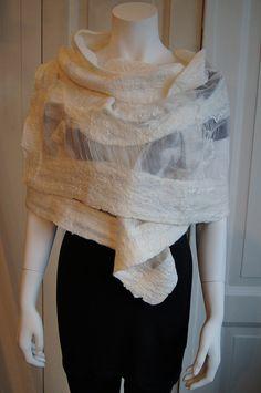 sjaal als omslag Tineke de Roos | by ViltAtelier BodyFlower