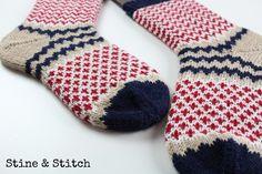 Nähen, stricken, diy, reisen , leben ♥ Ethnic Patterns, Pretty Patterns, Knitting Patterns, Crochet Patterns, Wool Socks, My Socks, Knitting Charts, Knitting Socks, Mittens