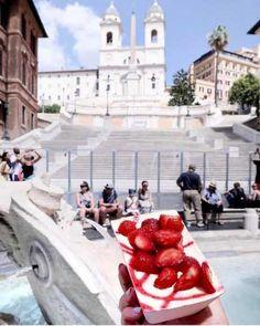Cibo: # ##Tiramisu a #fragola alla #fontanaditrevi ... (italian_food) (link: http://ift.tt/2kysXX4 )