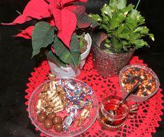 JOULUTÄHTI ja KAKTUS UUDET Sisäkukat ensimmäiset…. Lähempänä Joulua loput. JOULU GLÖGIÄ&Rusinoita…. Toiset laittavat mantelilastuja ja rusinoita. Rusina-Pähkinä sekoitus on meidän p…