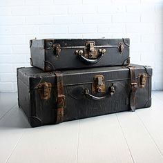 attractive vintage suitcases/trunks for storage Vintage Suitcases, Vintage Luggage, Vintage Travel, Vintage Love, Vintage Items, Vintage Diary, Vintage Trunks, Steamer Trunk, Hat Boxes