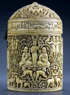 Píxide de Al-Mughira, caja de marfil del año 968. Procedente probablemente de Medina Azahara. Córdoba (España)