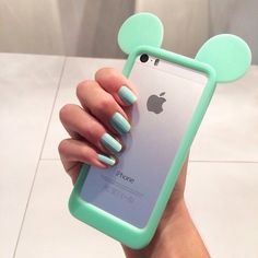 I love the color of the phone case
