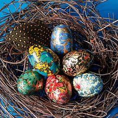 £12.99 Set of 6 papier-mâché eggs, hand painted in India in the traditional Kashmiri style.