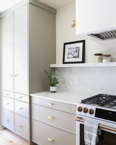 Neutral Kitchen Cabinets, Ikea Cabinets, Ikea Kitchen, Kitchen Ideas, Kitchen Hacks, Custom Cabinet Doors, Interior Design Kitchen, Home Kitchens, Farmhouse Kitchens