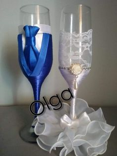 His And Her Glasses Wedding Decorations Ideas Sumcoco Wedding Toasting Glasses, Wedding Flutes, Wedding Bottles, Wedding Champagne, Champagne Glasses, Diy Wine Glasses, Decorated Wine Glasses, Painted Wine Glasses, Glitter Glasses