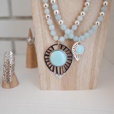 Collier Ylang en argent sur perles turquoise, insertions galets d'agate verte & perles argentées.