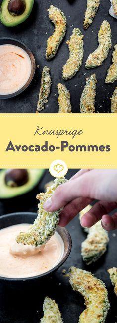 Avocado schmeckt nur kalt? Stimmt nicht. Als krosse Pommes mit knuspriger Panko-Panade und cremigem Dip werden sie auch im Ofen zum absoluten Snack-Kracher.