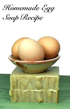 Cold Process Egg Soap Recipe (Step-by-Step Egg Yolk Soap Recipe) This homemade cold process egg yolk soap recipe is made with egg yolks for natural skin care. Eggs have long offered skin care benefits that include tightening skin, shrinking pores, and calming redness and breakouts. Some of the best beauty tips involve using eggs. So why not make them part of your daily beauty regimen by make this DIY egg yolk soap for your natural skin care routine. #eggyolksoap
