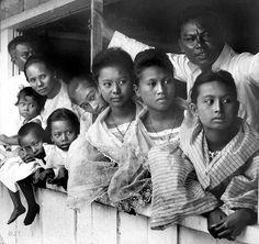Filipina in the century Black African American, African Men, African American History, Historical Women, Historical Photos, Filipino Fashion, Southeast Asian Arts, Philippines Culture, Filipino Culture