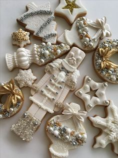 Oh What Fun! If you haven't had a Christmas cookie decorating party, you are missing out on one fun holiday event. Get inspired with these creative Christmas cookies (and some cakes, too! Christmas Sugar Cookies, Christmas Sweets, Christmas Goodies, Holiday Cookies, Christmas Baking, White Christmas, Gingerbread Cookies, Christmas Skirt, French Christmas