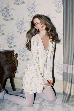 Wildfox Summer 2017 Lauren de Graaf by Mark Hunter - Fashion Editorials Fashion Tights, Cozy Fashion, Fashion Outfits, Womens Fashion, 1960s Fashion, Urban Fashion, Women's Dresses, Provocateur, Teen Vogue