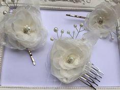 3 Barettes fleur ivory en veils avec perles, cristal et dentelle pour mariage Cam : Accessoires coiffure par fleurs-de-provence