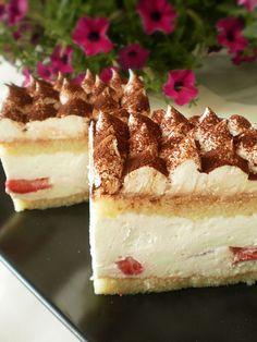 Prajitura cu crema de smantana si capsuni   Retete Culinare - Bucataresele Vesele