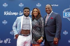 At the N.F.L. Draft, Ezekiel Elliott Brings Back the Crop Top. When it comes to an athlete creating a signature garment, the new Dallas Cowboy is ahead of the game.