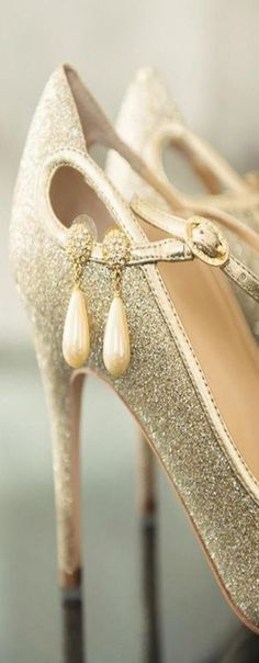 Vintage inspired Old Hollywood Great Gatsby wedding shoes #wedding-pinned by wedding decorations specialists http://dazzlemeelegant.com