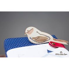 Great gift ideas for book lovers or anyone that you wish to inspire to read more. Chaffinch, Office Accessories, Owl, Trending Outfits, Unique Jewelry, Handmade Gifts, Etsy, Vintage, Zebra Finch