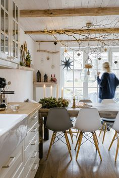 Urban Jungle or spring flower after Lichtmess, Pomponetti Interior Decorating Tips, Interior Design, Home Office Organization, Home Office Design, Best Interior, Cozy House, Contemporary Furniture, Home And Living, Living Rooms