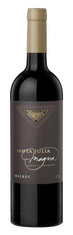 Malbec - Vino que conjuga aromas a frutas rojas maduras y especias con taninos sedosos que dejan un agradable recuerdo en la boca.