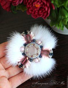 Купить Брошь Нежная с мехом норки - белый, розовый, жемчужный, пастельный…
