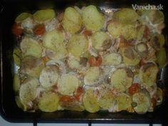 ...Suroviny       500 g (alebo bravčové karé) prsia kuracie      500 g zemiaky      100 g slanina      10 ks paradajky cherry      2 ks paprika      3 ks feferónky      1 ks cibuľa       korenie čierne       korenie červené mleté       korenie grilovacie       olej repkový    4  porcie Pork Recipes, Sprouts, Potato Salad, Potatoes, Vegetables, Ethnic Recipes, Foodies, Red Peppers